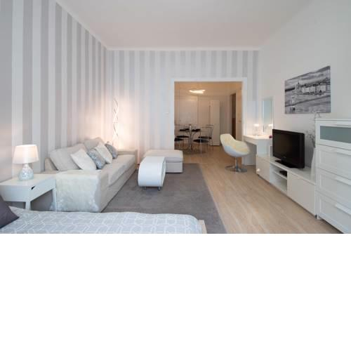 --E-- BEST LOCATION in Budapest 4 you - with MADACH square view