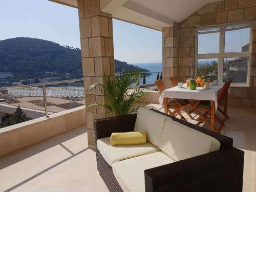 3 Bedroom Apartment with Terrace & Sea View