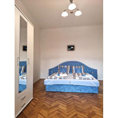 3 rooms Kitchen Balcony 85m2 Navratilova 11 Quiet nice Fully furnished Air conditioning Fireplace Prague 1 Center 5min walk to Wenceslas Square