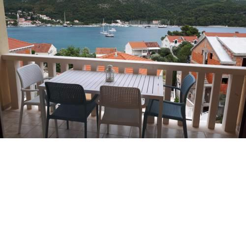 Apartmani Šišević - Comfort Apartment with Balcony and Sea View