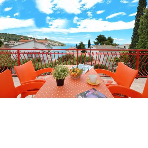 Apartment House Juretic - 50 m from the beach