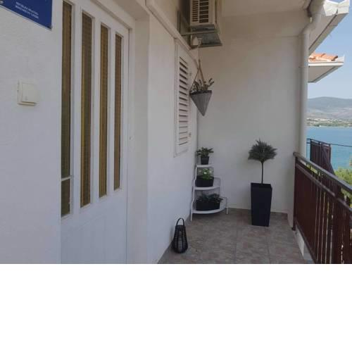 Apartment Lovro by the sea ( 10m )