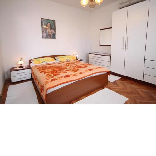 Apartment Metajna 527h