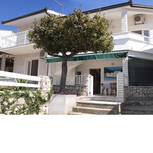 Apartments and Rooms Florijan