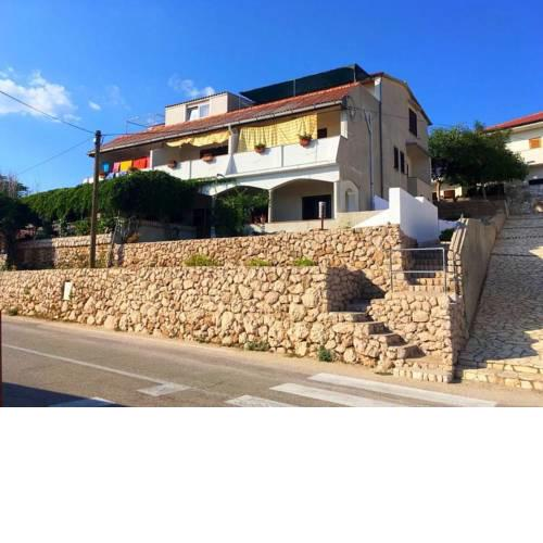 Apartments and rooms with parking space Zubovici, Pag - 16063