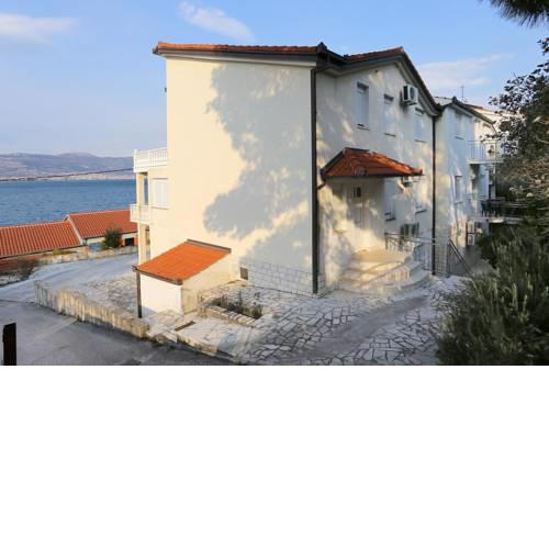 Apartments by the sea Arbanija, Ciovo - 10347