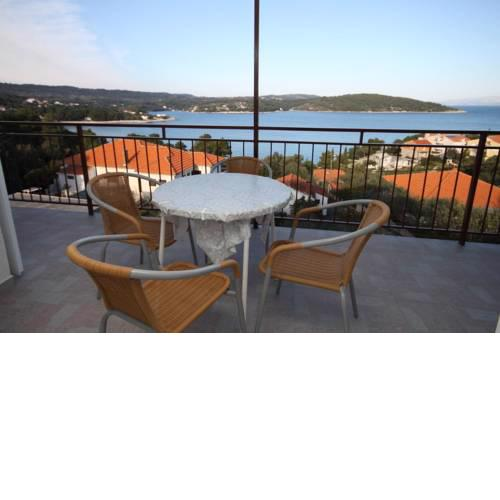 Apartments by the sea Necujam, Solta - 8647