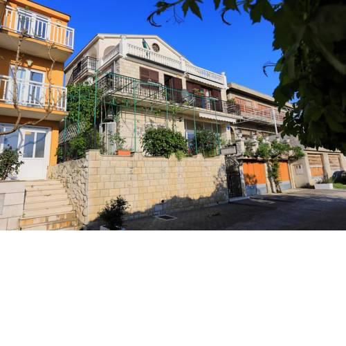 Apartments with a parking space Gradac, Makarska - 6825