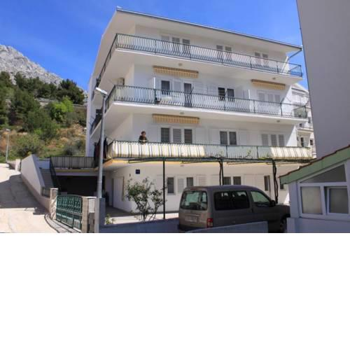 Apartments with a parking space Nemira, Omis - 4652