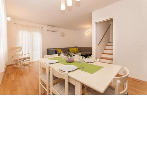 Apartments with WiFi Omis - 11513