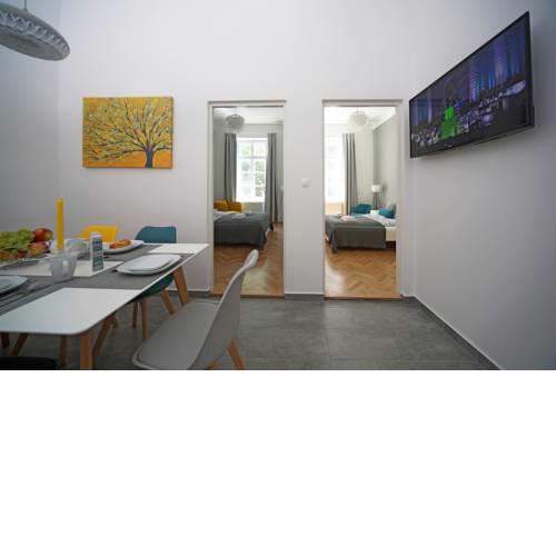 Budapest Central Apartman 3 bdr, 2 bath+3A/C+Free Parking+Quite