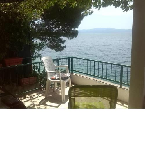 Drvenik, Apartman 1m from sea