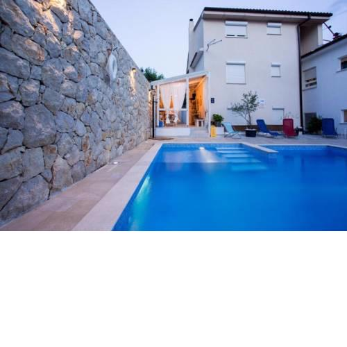 Family Apartments Švob with pool