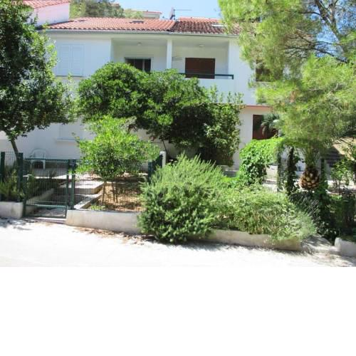 Holiday apartments Necujam, Solta - 13767
