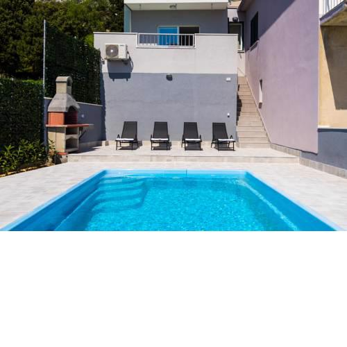 Holiday Home 2M with pool