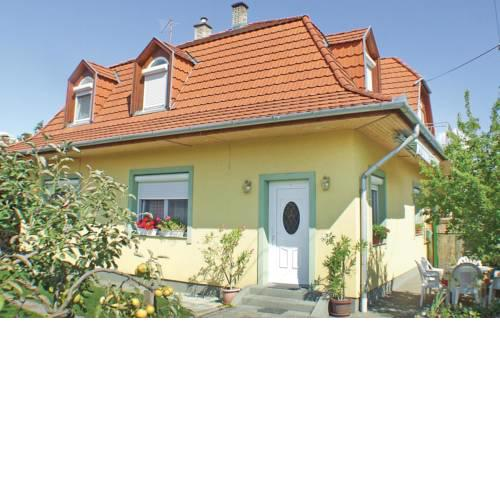 Holiday home Petöfi u-Balatonmariafürdö