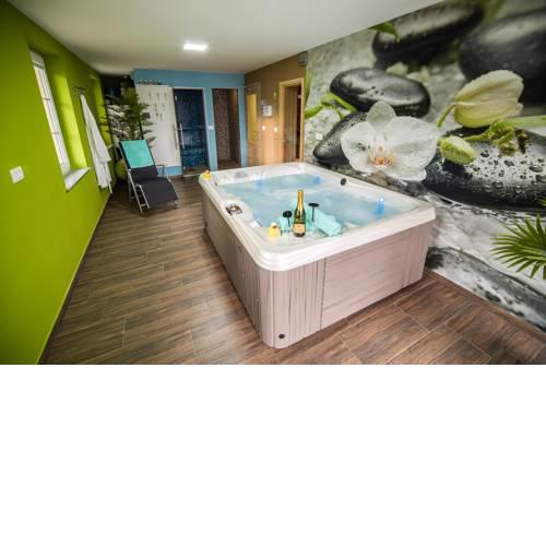 Holiday Home with Hot tub and Sauna Sabina