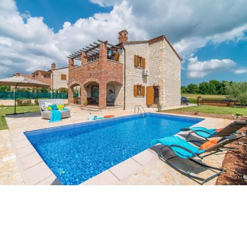 Peaceful Villa in Vodnjan with Swimming Pool and Jacuzzi
