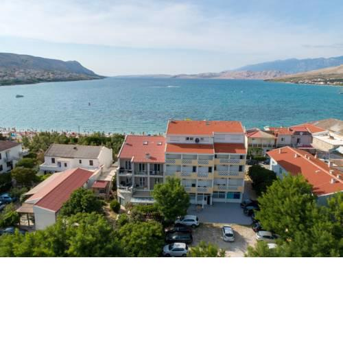 Rooms and Apartments Galeb II