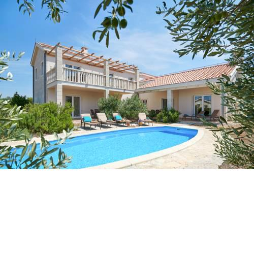 Rudina Villa Sleeps 10 with Pool Air Con and WiFi
