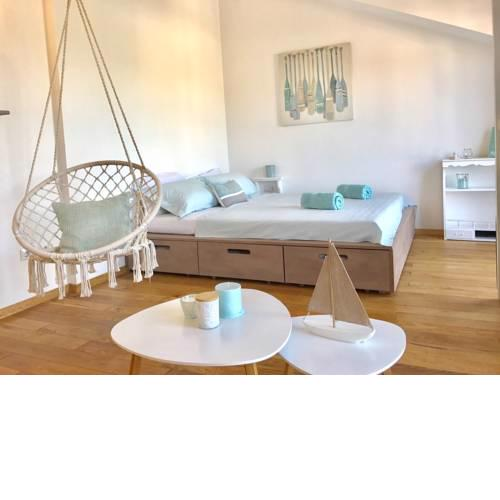 Surfers's Lodge Design Apartment