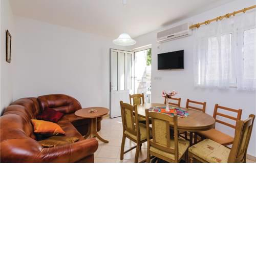 Three-Bedroom Apartment in Sipanska Luka