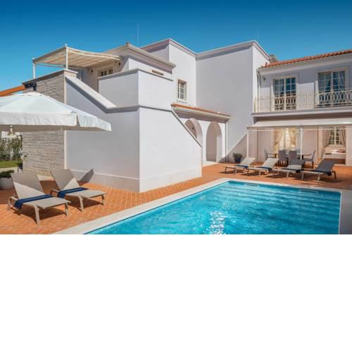 Vabriga Villa Sleeps 8 with Pool Air Con and WiFi
