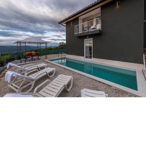 Villa Art house with Pool and a beautiful view on the river Mirna valley