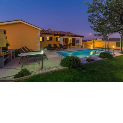 Villa Mirna Vizinada for 8 pax with pool all in green